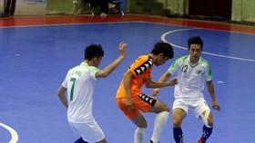 Đội TPHCM (áo trắng) thắng dễ trước Gia Lai. Ảnh: ANH TRẦN