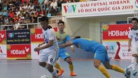 Thái Sơn Nam vượt qua Sanna Khánh Hòa ở vòng 4. Ảnh: HỮU THỊNH