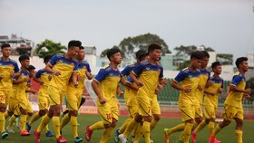 Đội U18 Việt Nam tập trên sân Thống Nhất chiều 29-7. Ảnh: DŨNG PHƯƠNG