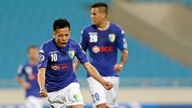 Văn Quyết sẽ nghỉ thi đấu ở 2 trận còn lại của V-League 2019. Ảnh: Minh Hoàng
