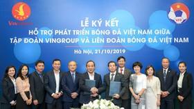 Lãnh đạo Vingroup và VFFđã có thỏa thuận quan trọng trong việc phát triển bóng đá Việt Nam. Ảnh: Đoàn Nhật