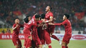 Bóng đá Việt Nam kéo dài mạch thành công trên các mặt trận.