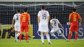 Kobiliov ghi bàn thắng đầu tiên từ chấm phạt 11m.