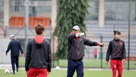 HLV Mai Đức Chung tiếp tục tăng cường cầu thủ trẻ ở đợt tập trung lần này. Ảnh: Đoàn Nhật
