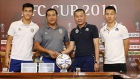 Nguyễn Thanh Sơn và Chu Đình Nghiêm, 2/11 thầy nội ở V-League 2020.