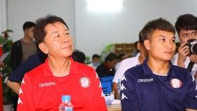 HLV Chung Hae-soung dè dặt khi đánh giá về trận đấu. Ảnh: Anh Trần