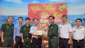 Đoàn đại biểu TPHCM thăm, chúc Tết cán bộ, chiến sĩ trên Vùng biển Tây Nam Tổ quốc