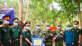 Chính ủy Quân khu 7 thăm các chốt phòng, chống dịch trên tuyến biên giới Tây Ninh