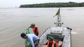 Thành viên Liên đoàn Dù lượn bất ngờ rơi xuống biển Cần Giờ tại Lễ hội Nghinh Ông