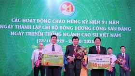 Hơn 12 tỷ đồng ủng hộ công nhân cao su và người dân miền Trung