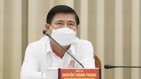 Chủ tịch UBND TPHCM Nguyễn Thành Phong phát biểu tại buổi họp trực tuyến. Ảnh: HOÀNG HÙNG