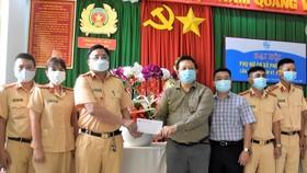 TS-BS Phạm Văn Tấn bày tỏ lòng tri ân tới cán bộ chiến sỹ Phòng CSGT Công an tỉnh Bà Rịa - Vũng Tàu đã luôn vì dân phục vụ