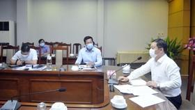 Phó Chủ tịch UBND TPHCM Dương Anh Đức làm việc về tình hình chống dịch ở quận 12. Ảnh: CAO THĂNG