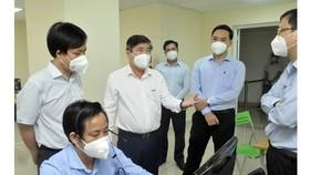 Chủ tịch UBND TPHCM Nguyễn Thành Phong: Tuyệt đối không được chậm trễ vận chuyển bệnh nhân F0