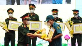 Bộ Tư lệnh TPHCM tôn vinh 154 tập thể, cá nhân điển hình trong phòng chống dịch