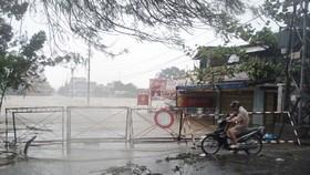 13 giờ ngày 25-7, tâm bão cách đất liền các tỉnh Thanh Hóa đến Quảng Bình khoảng 180km