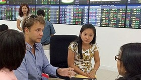 Foreign investors net buy VND560 billion in first half of June