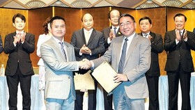 Investment certificate granting ceremony between Vietnamese and Japanese enterprises. (Photo: TTXVN)