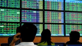 VN-Index tumbles due to profit-taking selling pressure