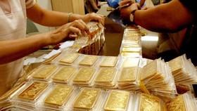 Gold surpasses VND50 million per tael