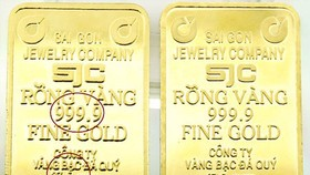 Gold continues to make new record, VN-Index gains nearly 12 points