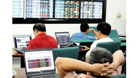 VN-Index declines nearly 28 points