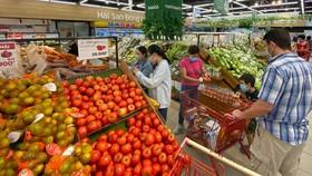 Vegetables are plentiful at supermarkets. (Photo: SGGP)
