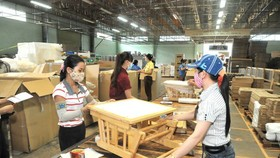 Vietnam's wood export turnover encounters difficulties because of the Covid-19 pandemic. (Photo: SGGP)