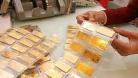 Gold plunges sharply
