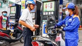 Gasoline prices slightly decline