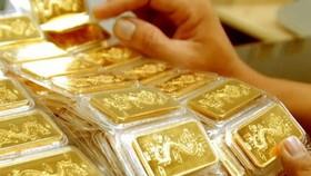 Gold drops sharply