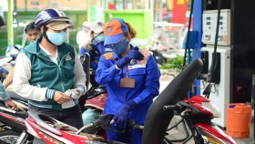Vietnam raises petrol prices by over VND300 per liter