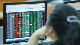 Stocks finish higher while foreign investors continue to flee market