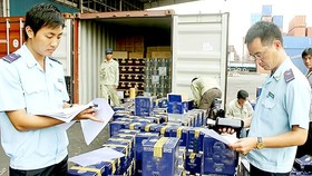 HCMC drastically fights against smuggling, trade fraud
