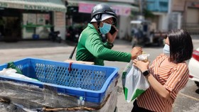 Contactless delivery in pandemic in HCMC