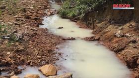 Vụ kênh nước đổi màu trắng đục: Đề nghị xử phạt 2 công ty gây ô nhiễm môi trường