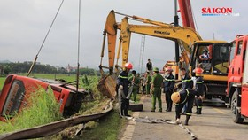 Lật ô tô khách ở Hà Tĩnh, 1 người chết, hàng chục người bị thương