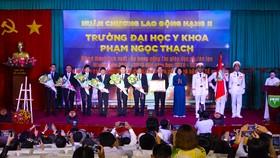 Trường ĐH Y khoa Phạm Ngọc Thạch đón nhận Huân chương Lao động hạng II