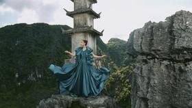 Lê Thanh Hòa giới thiệu bộ sưu tập thời trang mới kết hợp cùng Hoa hậu Đỗ Mỹ Linh