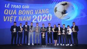 Các cầu thủ Nguyễn Văn Quyết, Huỳnh Như và Nguyễn Minh Trí chia sẻ cảm xúc sau khi nhận danh hiệu cao nhất tại Quả bóng vàng Việt Nam 2020