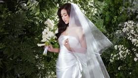 Nhà thiết kế Lê Thanh Hòa lần đầu ra mắt bộ sưu tập váy cưới