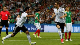 Đức (áo trắng) giành chiến thắng thuyết phục trước Mexico. Ảnh: REUTERS 