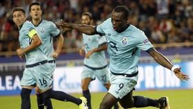Tiền đạo Vincent Aboubakar (số 9, Porto) lập cú đúp vào lưới Monaco. Ảnh: AP