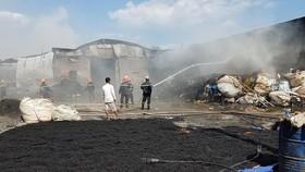 Hiện trường một vụ cháy nhà xưởng tại huyện Bình Chánh, TPHCM hôm 14-2-2019