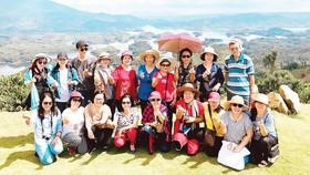 Đoàn khách BenThanh Tourist tham quan hồ Tà Đùng