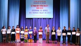 Nhiều học sinh, sinh viên được nhận học bổng