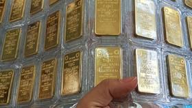 Vàng SJC nhiều tháng qua luôn đắt hơn vàng thế giới trên dưới 9 triệu đồng/lượng.
