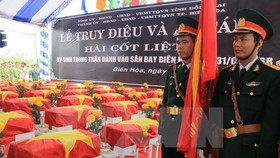 The ceremony to commemorate soldiers who died in Bien Hoa airport battle in 1968 and re-bury the newly-found remains of the fallen soldiers in Dong Nai province (Source: VNA)