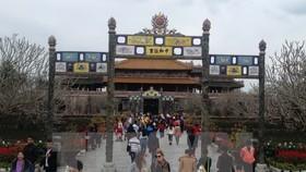 Tourists visit Hue Imperial Citadel (Source: VNA)