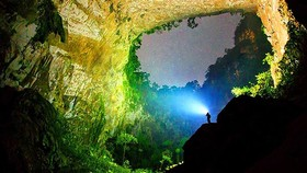Son Doong cave gets the first position in the list of 25 great new places to see in the 21st century . (Photo: Ryan Deboodt)